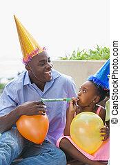 vader en kinderen, vieren, een, jarig, samen