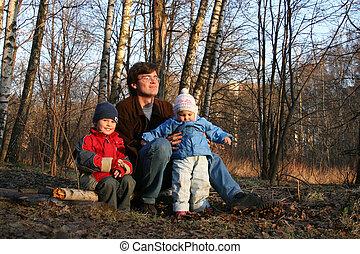 vader met kinderen, in, lente, park