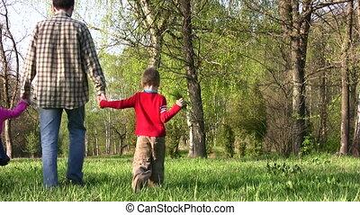 vader met kinderen, in park