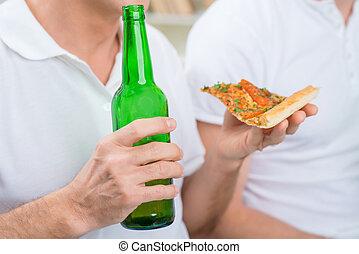 vader, volwassene, zoon, bier, drinkt, zijn