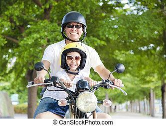 vader, vrolijke , dochter, motorfiets, het reizen