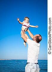 vader, vrolijke , strand, spelend, kind