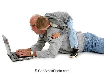 vader, zoon, en, draagbare computer