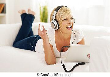 vagga, kvinna, lyssna, musik, hem