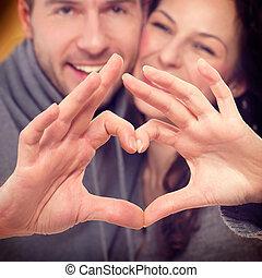 valentinbrev, par, tillverkning, form, av, hjärta, av,...
