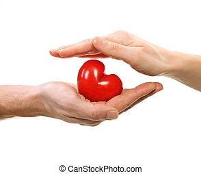 valentine, corazón, en, hombre y mujer, manos, aislado, blanco