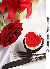 valentine, cupcake, con, rosa roja, y, caja obsequio