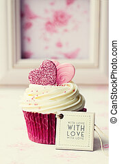 Valentine cupcake - Cupcake gift with tag