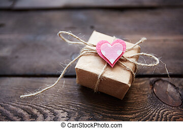 Valentine giftbox - Giftbox with small pink heart on its top