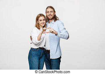 valentine, pareja, -, retrato, de, sonriente, belleza, niña, y, ella, guapo, novio, elaboración, forma, de, corazón, por, su, hands.