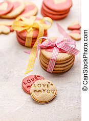 Cookies with pressed text 'Love you'