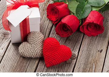 valentinestag, geschenkschachtel, rosen, und, herzen