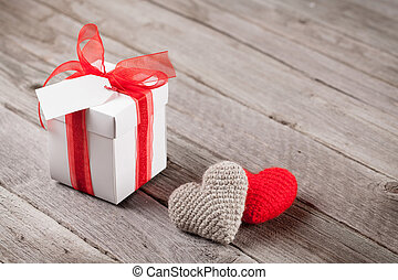 valentinestag, geschenkschachtel, und, herzen, auf, holz