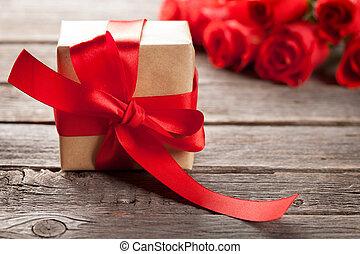 valentinestag, grüßen karte, mit, rosen, und, geschenk