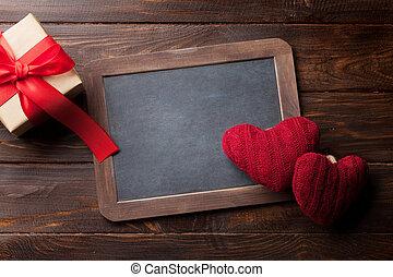 valentinestag, grüßen karte, mit, rotes , herzen, und, geschenk