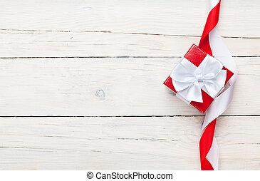 valentinestag, hintergrund, mit, geschenkschachtel, aus, weißes, holztisch