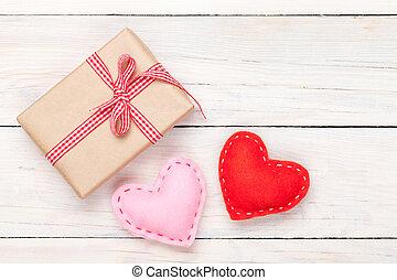 valentinestag, spielzeug, herzen, und, geschenkschachtel