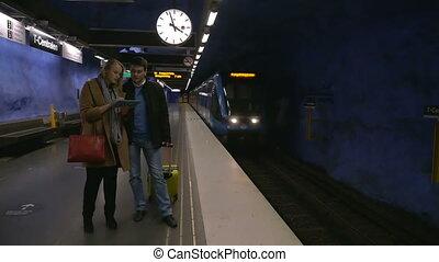 valise, tampon, jeune, métro, gens