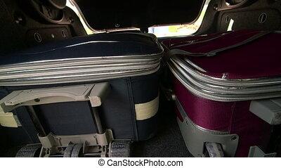 valises, voiture, prendre, femme, coffre, voyageur, dehors