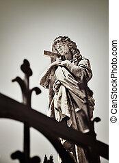 vallásos szobor, alatt, a, öreg, temető