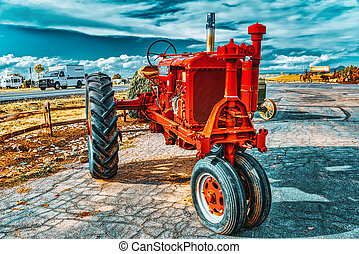 An old tractor stands in the fields of Arizona. - Valle, ...