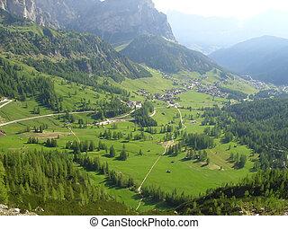 valle montagna