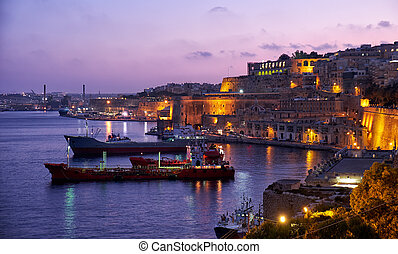 Valletta, carga, amarrado, C/, magnífico, barcos, puerto, noche,  bastión,  barbara, vista