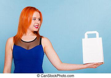 valor en cartera de mujer, bolsa de compras de papel, con, copia, space.
