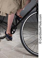 van een vrouw, benen, en, fiets