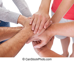 van middelbare leeftijd, vier, holdingshanden, vrienden, ongedwongen