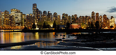 Vancouver BC City Skyline and Deadman's Island - Vancouver...