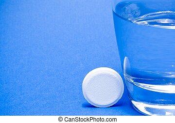 vand glas, nær, en, tablet