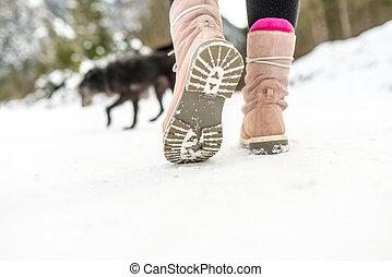 vandrande, kvinna, skor, vinter, snö
