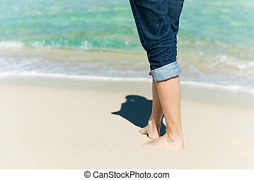 vandrande, kvinna, strand