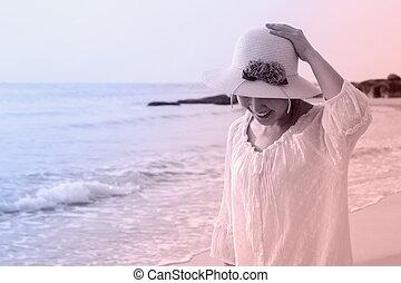 vandrande, kvinna, strand, ung