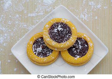 Vanilla cookies with strawberry