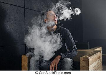 vaping, ember, birtok, egy, mod., egy, felhő, közül, vapor., fekete, háttér.