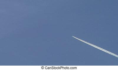 vapor trail 1 - vapor trail from an airplane