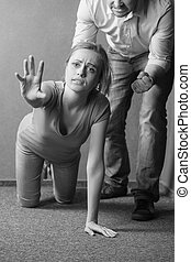vara, henne, help., foto, knä, be om, svart, aggression.,...