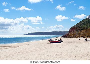 varado, barco, en, el, playa, de, salema, (algarve,...
