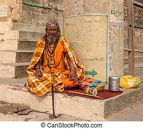 Hindu priest performs the Ganga Aarti ritual - VARANASI, ...