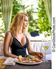 varanda, verão, restaurante, assento mulher