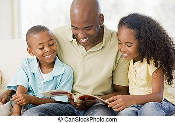 vardagsrum, sittande, två, bok, smi, läsning, barn, man
