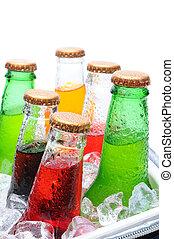 variado, soda, botellas, en, pecho de hielo
