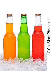 variado, soda, botellas, posición, en, hielo