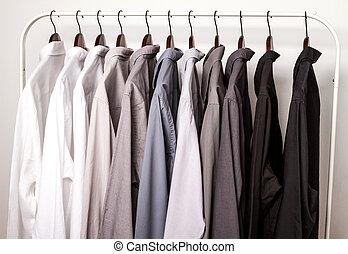 varios, percha, camisas