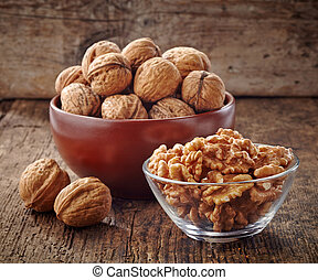 various kinds of walnuts