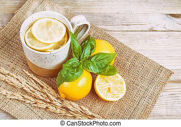 varmvatten, med, citron, och, basilika, (vintage, urblekt,...