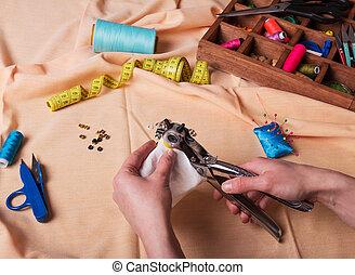 varrónő, gombol, varrás, beiktató, fogó, nyersgyapjúszínű bezs, anyagi készletek, kézbesít, öltözék, szerkezet