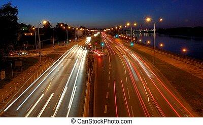 varsóvia, tráfego, perto, ponte, à noite